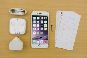 apple-iphone-6-unboxing-first-impressions-1